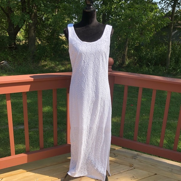 Apt. 9 Dresses & Skirts - Ladies Apt 9. White long Maxi Dress, sz Med
